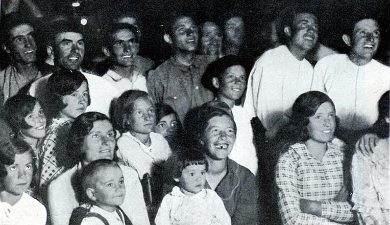 Sesión de Cine durante la Misión en La Fueba (Huesca) 1934