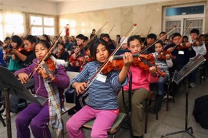 """FOTO: Encuentro Provincial de Orquestas Infantiles y Juveniles en Agosto de 2012 organizado por la Fundación """"Sistema de Orquestas Infantiles y Juveniles de Argentina"""" (SOIJAR)."""