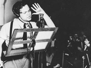 """Orson Welles, radia en 1938 """"La guerra de los mundos"""" (escrita por H.G. Wells)"""