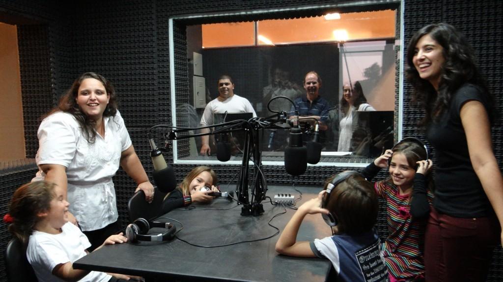 Los niños de la radio (Fuente: Universidad Nacional de Rosario, Argentina)