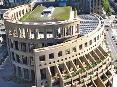 Biblioteca pública de Vancouver: un jardín de 1.850 metros cuadrados diseñado por la paisajista Cornelia H. Oberlander