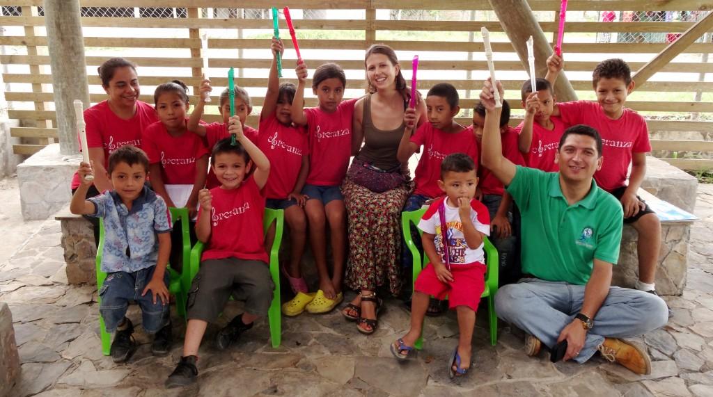 """Beatriz Pedro-Viejo en el proyecto """"Melodías Esperanza"""" en Honduras"""