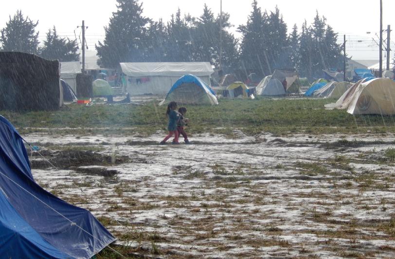 Las condiciones medionambientales dificultan el día a día de las personas en el campo de refugiados de Idomeni, Grecia. Abril 2016 (Fotografía de Alicia Barba Guillén)