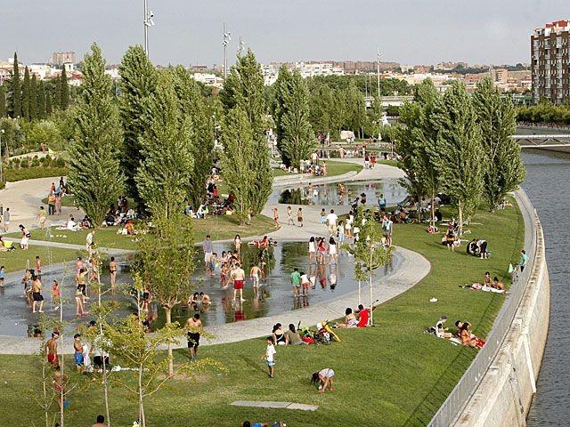 Zona de recreo en Madrid Río (Madrid, España)