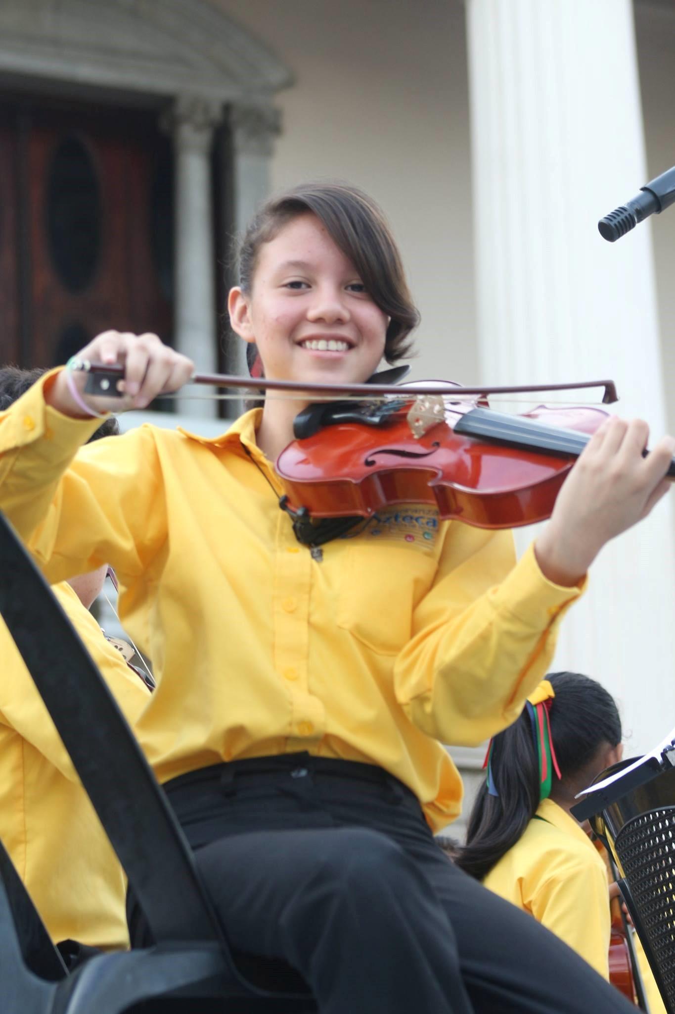 Violinista y participante del Programa Musicosocial Fundación Azteca (El Salvador)