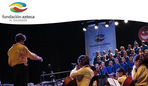 Proyecto musicosocial Fundación Azteca (El Salvador). Eduardo de la Fuente a la batuta.